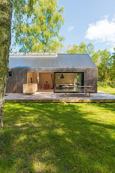 Residential Architecture, Modern Architecture, Modern Barn House, Modern Villa Design, Shed Homes, House In The Woods, Building A House, Prefab Houses, Handmade House