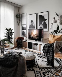 33 Charming Rustic Living Room Wall Decor Ideas for a Fabulous Relaxing Space - The Trending House Home Living Room, Apartment Living, Living Room Decor, Living Room Wall Ideas, Living Room Inspiration, Home Decor Inspiration, Interior Design Living Room, Living Room Designs, Cozy Room