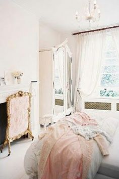 Shabby chic with a hint of gold 3 (Decor we like, pls note these are not Chichi products)