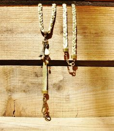 Porte-clés tour de cou thème Paris, cordon coloré vert satiné tressé, perle artisanale en céramique raku et breloque : Porte clés par autour-de-vous