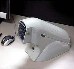 Battery powered desk top air conditioner