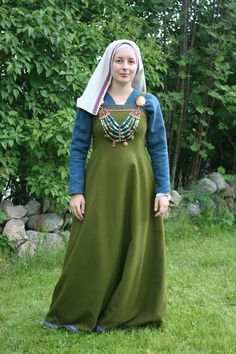 Beautiful. Like everything about this. The green wool, the underdress, head covering and the beads!