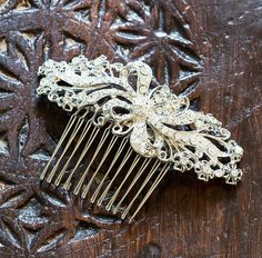 Are you interested in our bridal hair comb? With our crystal hair comb for weddings you need look no further.