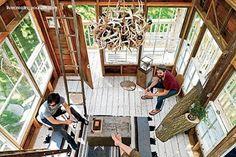 Una casa del árbol para adultos por dentro