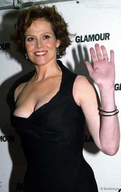 Alien Sigourney Weaver, Sigourney Weaver Ghostbusters, Hollywood Actresses, Actors & Actresses, Susan Sarandon Hot, Bonnie Tyler, Glamour, Ageless Beauty, Attractive People