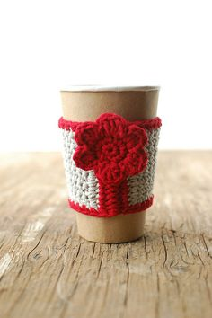 This coffee cozy is a perfect fit for the average disposable paper coffee cup. It will keep your hot drink hot and prevent fingers from getting