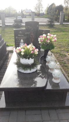 Funeral, Sidewalk, Table Decorations, Home Decor, Grave Decorations, Floral Arrangements, Decoration Home, Room Decor, Side Walkway