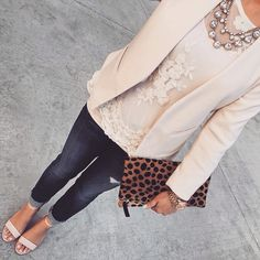 Really cute for a night out. Not crazy about the purse but the outfit is great.