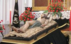 Statue of Jesus lying in the tomb / Holy Saturday