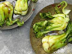 Paksoi aus der Pfanne - mit süß-scharfer Sauce - smarter - Kalorien: 130 Kcal - Zeit: 20 Min. | eatsmarter.de #eatsmarter #rezept #rezepte #pfanne #pfannengerichte #braten #hauptspeise #hauptgericht #paksoi #pakchoi #gemuese #asiatisch #asien #sauce #lowcarb #gesund