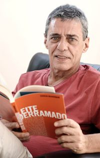 """""""As pessoas têm medo das mudanças. Eu tenho medo que as coisas nunca mudem."""" (Chico Buarque)"""