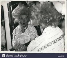 miss australia en backstage les cheveux crépée 1959 Teased Hair, Backstage, Hair Setting, Beauty Shop, Vintage Hairstyles, Dreadlocks, Stock Photos, Hair Styles, Hair Down