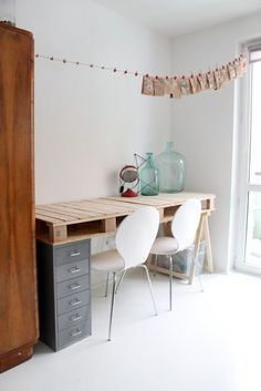 Pallet desk. I don't like this version too much, but could be altered to look amazing.