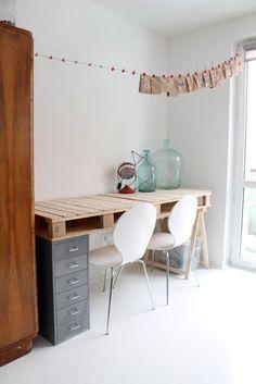 mommo design: 6 PALLETS PROJECTS FOR KIDS - desk