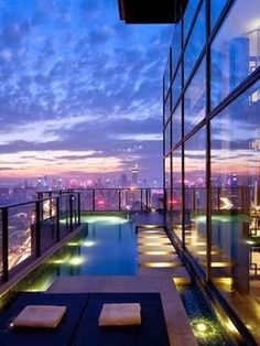 Steve Leung Designed Penthouse with balcony swimming pool! Steve Leung Designed Penthouse with balcony swimming pool! Yes I believe I would stay here. New York Penthouse, Luxury Penthouse, Luxury Apartments, Luxury Homes, Penthouse Apartment, Beautiful Homes, Beautiful Places, Dream Pools, Cool Pools