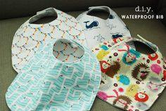 Sewing Baby Gift DIY Waterproof Bibs I am so doing this! My daughter was drool queen, so I am preparing for Sam Quilt Baby, Diy Baby Gifts, Baby Crafts, Sewing For Kids, Baby Sewing, Bib Tutorial, Little Mac, Waterproof Bibs, Diy Bebe