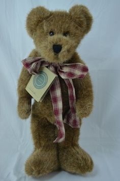 Boyd's Bears - Wilcox J Beansford Retired Poseable-J.B Bean Associates.luv this guy. My Teddy Bear, Polar Bear, Plush Animals, Stuffed Animals, Teady Bear, Bear Hugs, Boyds Bears, Beanie Babies, Love Bear