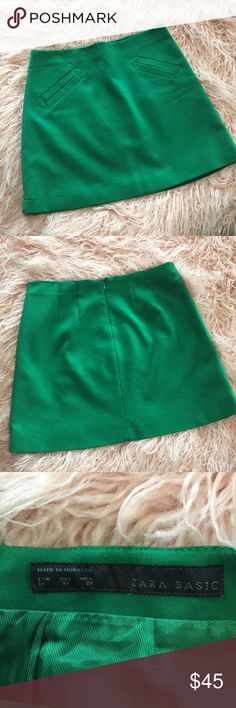 Zara Basic Mini Skirt Zara Basic Mini Skirt Excellent condition  Kelly green  Fake pockets 🚫Trades 🚫Modeling Zara Skirts Mini