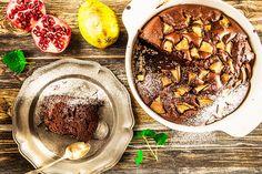 Tento tmavý koláč, ve kterém je zázvor, melasa i skořice, je ideálním dezertem na zimu. K tomu šálek kávy a pohoda v křesle s knížkou může začít.