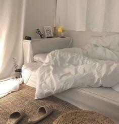 MIMI - # Check more at schlafzimmer.- MIMI – # Check more at schlafzimmer.fris… MIMI – # Check more at schlafzimmer. Home Interior, Interior Design, Interior Modern, Apartment Interior, Apartment Living, Decoration Inspiration, Decor Ideas, Minimalist Room, Cozy Room