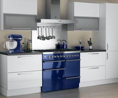 A stainless steel hood and splashback contrast nicely against this blue Britannia Dynasty range cooker