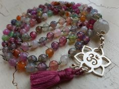 Mala Liebe Kette Diese Kette kann individuell bei uns bestellt werden! Beaded Bracelets, Jewelry, Pearls, Necklaces, Love, Schmuck, Jewlery, Jewerly, Pearl Bracelets