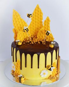 🐝🍯 I made this bee-autiful cake for my sister's birthday. Safe to say I was a busy bee all day. Bee Cakes, Cupcake Cakes, Cupcakes, Bee Birthday Cake, Honeycomb Cake, Drip Cakes, Fancy Cakes, Pretty Cakes, Creative Cakes