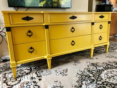 die besten 25 yellow dresser ideen auf pinterest modernes kinderzimmer innenr ume und. Black Bedroom Furniture Sets. Home Design Ideas