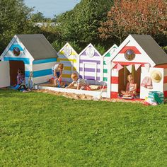 Create a wow in your outdoor space with this seaside themed sandpit and beach huts. How gorgeous is this?!
