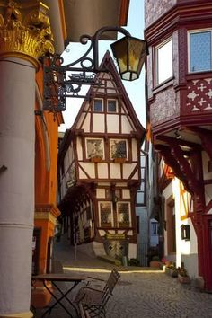 Medieval Houses, Medieval Town, Rhineland Palatinate, Tudor House, Art Nouveau Design, Interesting Buildings, Old Houses, Abandoned Houses, Cities