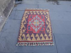 This is central anatolian small size wool rug,kilim.  it is in good condition.  clean and ready to use.  size(inches):31 x 22  size(cm):80 x 57
