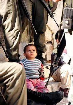 Palestinian Kid and Cowered Israeli Soldiers طفل فلسطينى وجنود جبناء