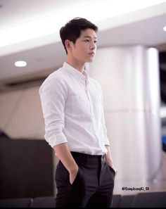 The above song … that song describes how I'm feeling right now about Descendants of the Sun! I miss seeing Song Joong Ki, Song Hye Kyo, and the rest of the cast for at least a Park Hae Jin, Park Seo Joon, Korean Celebrities, Korean Actors, Celebs, Soon Joong Ki, Decendants Of The Sun, Park Bogum, Kim Myungsoo