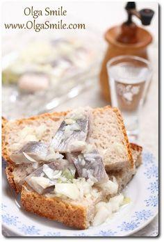 Śledzie z cebulą Olgi Smile Polish Christmas, Christmas Eve, European Dishes, Polish Recipes, Camembert Cheese, Banana Bread, Seafood, French Toast, Sandwiches