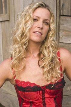 Sheri Moon Zombie I love her curls