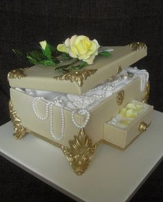 Jewelry Box Cake by Top Nosh Cakes