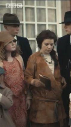 #PeakyBlinders Season 3 Aimee-Ffion Edwards fake belly #Moonbump