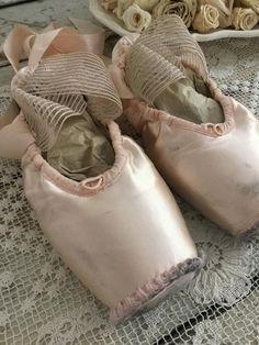 Pointe Shoes, Ballet Shoes, Dance Shoes, Ballet Bag, Swan Queen, Ballet Class, Ballet Dance, Broken Leg, Svetlana Zakharova