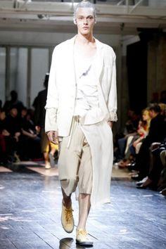Yohji Yamamoto Menswear Spring Summer 2014 Paris Fashion Show - More on http://nwf.sh/11L8LQw