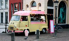 own a food truck Ice Cream Art, Milk Ice Cream, Mini Camper, Concession Food, Mobile Cafe, Mobile Food Trucks, Coffee Van, Mobile Catering, Food Vans