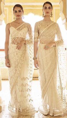 White net saari to rock in the summer 😍😍 Sari Design, Sari Blouse Designs, Ethnic Outfits, Indian Outfits, Indian Clothes, Designer Sarees Wedding, Designer Dresses, Saris, Pakistani Dresses