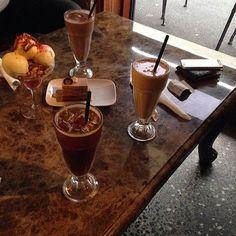 Photo #1123095964870721020 from @seunghuui. 아직 토요일이라 신난다잉 #밤마실 #디저트 #cheekychocolate #dessert #sundae