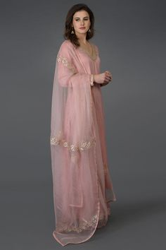 From our Indian Spring Collection, this Pearl Pink kurta and farshi palazzo suit is adorned with beautiful rose gold gota patti hand embroidery. The kurta and farshi ( wide leg palazzo pants) are crafted in fine bemberg modal and the dupatta is c Wide Leg Palazzo Pants, Palazzo Suit, Kurti Designs Party Wear, Kurta Designs, Dress Designs, Cotton Dress Indian, Cotton Dresses, Pakistani Dress Design, Pakistani Dresses