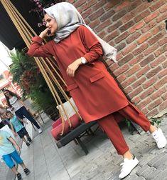 Hijab Style Dress, Modest Fashion Hijab, Stylish Hijab, Modern Hijab Fashion, Pakistani Fashion Casual, Casual Hijab Outfit, Hijab Chic, Muslim Fashion, Fashion Outfits