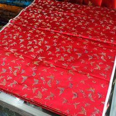 #红 #底 #彩色 #蝴蝶 #red #back #with #colorful #butterfly #dragonfly #black #back #唐装 #酒红 #酒红色 #龙 #纹 #图案 # #tangsuit #burgundy #hangzhou #silk #brocade #china #chinese #traditional #flowers...