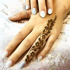 Explore latest Mehndi Designs images in 2019 on Happy Shappy. Mehendi design is also known as the heena design or henna patterns worldwide. We are here with the best mehndi designs images from worldwide. Henna Tattoo Designs Simple, Finger Henna Designs, Mehndi Designs For Beginners, Mehndi Designs For Girls, Mehndi Designs For Fingers, Latest Mehndi Designs, Simple Mehndi Designs, Mehandi Designs, Simple Henna Art