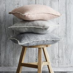 Husa perna Klippan lână - Rumba rose cloud Christmas Gifts, Clouds, Throw Pillows, Design, Ideas, Xmas Gifts, Christmas Presents, Toss Pillows, Cushions