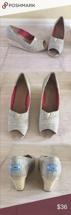 TOMS Platform Size 9.5 TOMS Platforms Size 9.5. Excellent lightly used features blue and Beige print. See pics for heel measurement. TOMS Shoes