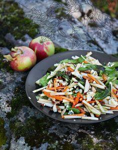 Syötävän hyvä: RAIKAS SALAATTI KARAMELLIOMENAKASTIKKEELLA
