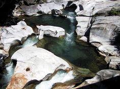 Il Parco delle Marmitte dei Giganti di Chiavenna presenta testimonianze storiche e preistoriche di grande interesse in particolare le profonde…
